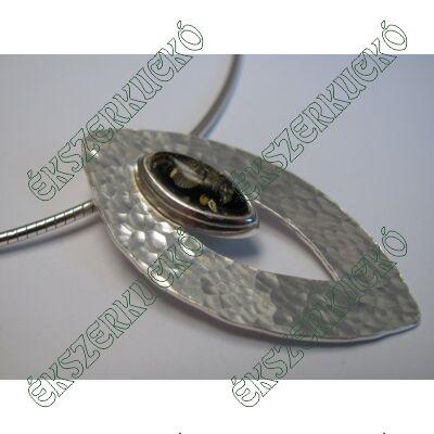 Ezüst zöld színű borostyán köves medál
